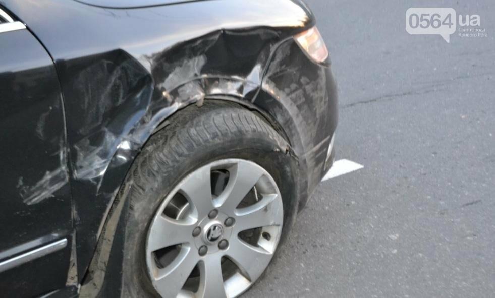 Из-за внезапно вильнувшего автомобиля криворожанин разбил две иномарки (ФОТО), фото-1