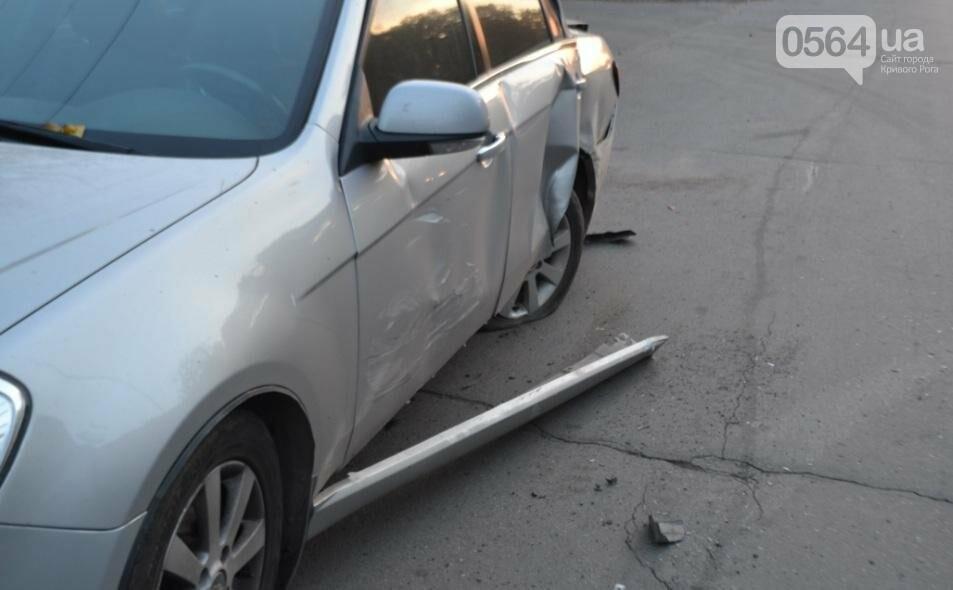 Из-за внезапно вильнувшего автомобиля криворожанин разбил две иномарки (ФОТО), фото-2