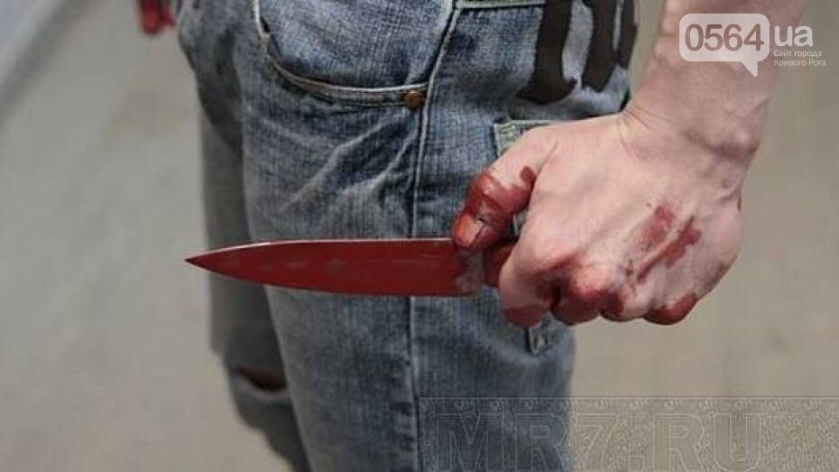 В Кривом Роге: мужчину подрезали в подъезде, стрелка отправили в СИЗО, боксеры обнажили торсы, фото-1