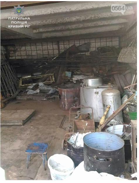 Патрульные выяснили, что криворожане незаконно принимали металлолом в гаражах (ФОТО), фото-1