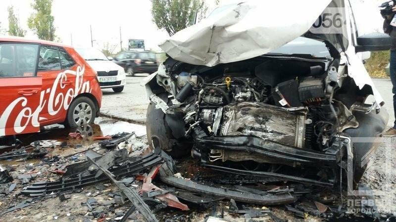 Лоб в лоб: На объездной дороге в Кривом Роге столкнулись иномарки, фото-3