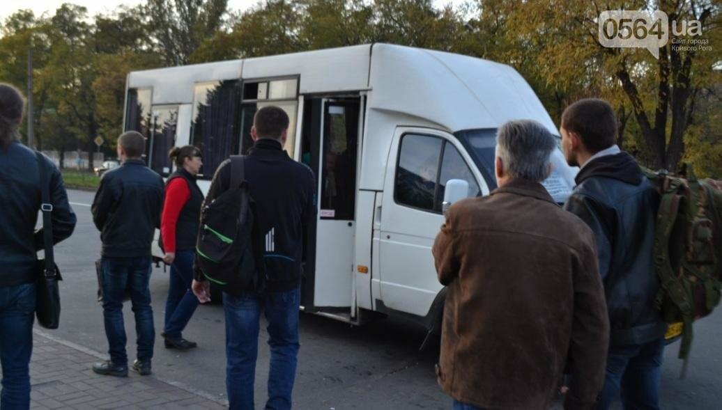 """""""Третий участок"""": Несмотря на """"гибридный"""" троллейбус, криворожане продолжают """"штурмовать"""" маршрутки (ФОТО), фото-25"""