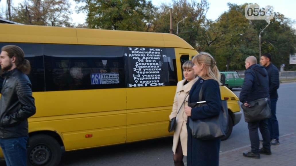 """""""Третий участок"""": Несмотря на """"гибридный"""" троллейбус, криворожане продолжают """"штурмовать"""" маршрутки (ФОТО), фото-21"""