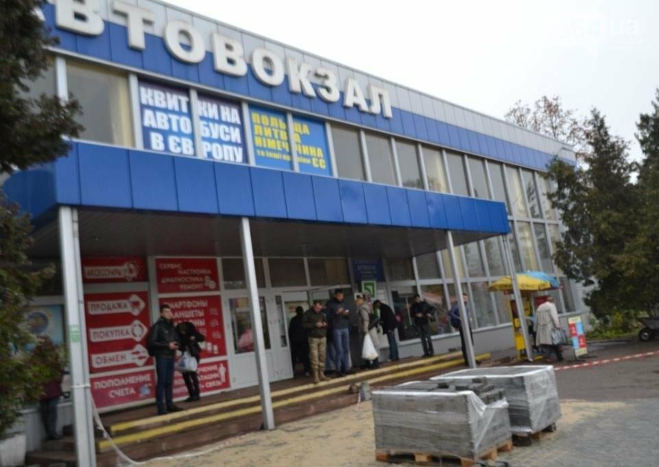 Перед автовокзалом в Кривом Роге ремонтируют площадку. Останутся ли лужи по соседству? (ФОТО), фото-1