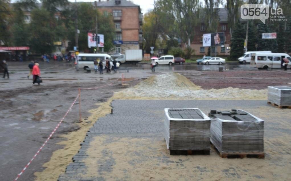 Перед автовокзалом в Кривом Роге ремонтируют площадку. Останутся ли лужи по соседству? (ФОТО), фото-4
