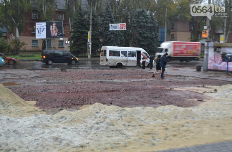 Перед автовокзалом в Кривом Роге ремонтируют площадку. Останутся ли лужи по соседству? (ФОТО), фото-2