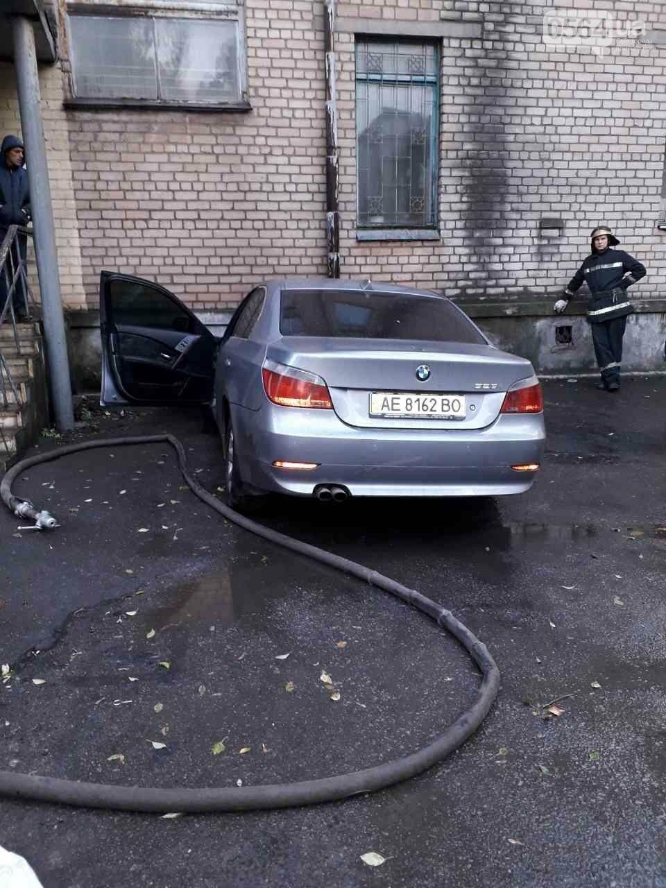"""У криворожанина сгорел """"BMW"""", припаркованный под домом (ФОТО), фото-1"""