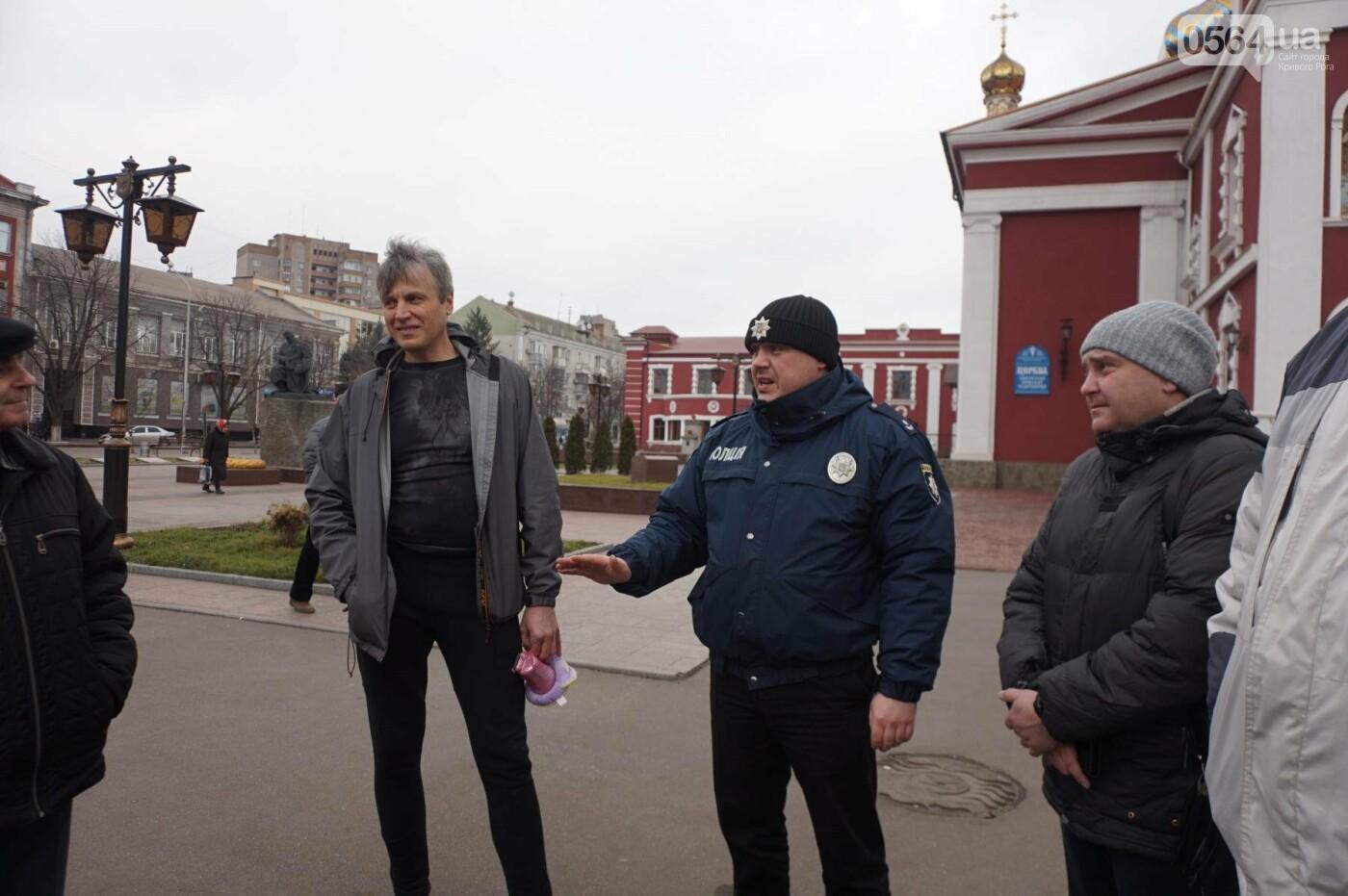 Криворожане, протестуя против политики УПЦ Московского патриархата,  принесли игрушки к храму (ФОТО, ВИДЕО), фото-2