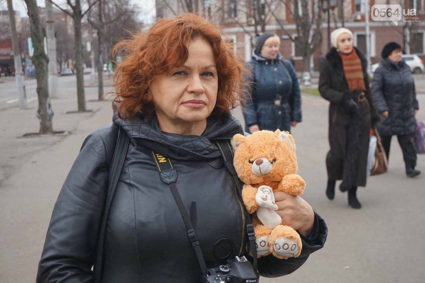 Криворожане, протестуя против политики УПЦ Московского патриархата,  принесли игрушки к храму (ФОТО, ВИДЕО), фото-5