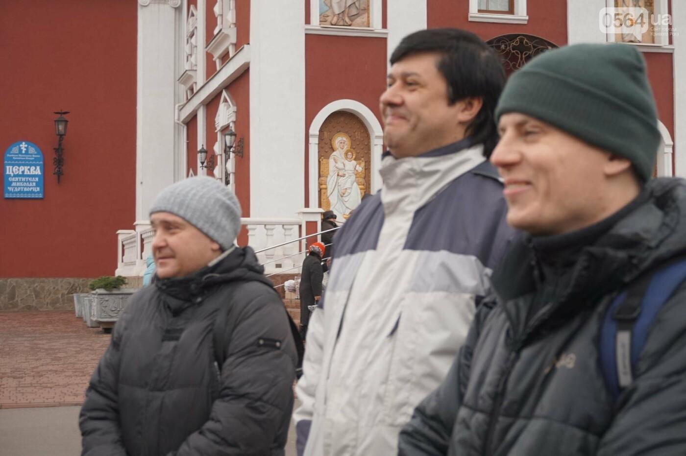 Криворожане, протестуя против политики УПЦ Московского патриархата,  принесли игрушки к храму (ФОТО, ВИДЕО), фото-4