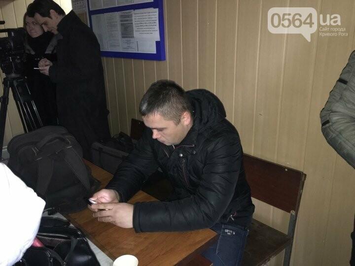 Сегодня в Кривом Роге продолжается суд над горожанином, надругавшимся над Флагом Украины (ФОТО), фото-8