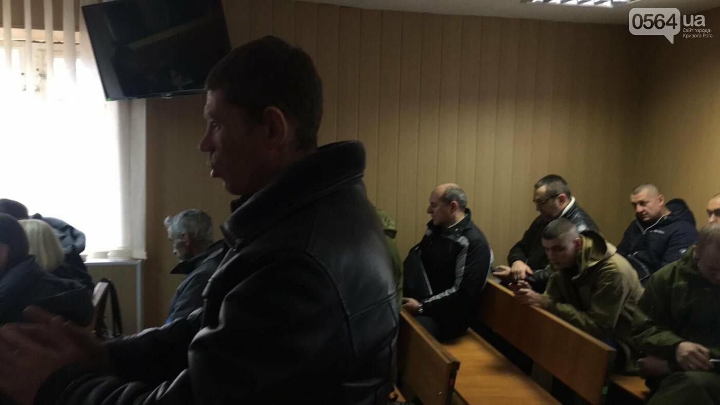 Дело о надругательстве над Флагом в Кривом Роге: Свидетель показал, что подсудимый с остервенением ломал флагшток и срывал Флаг (ФОТО), фото-3