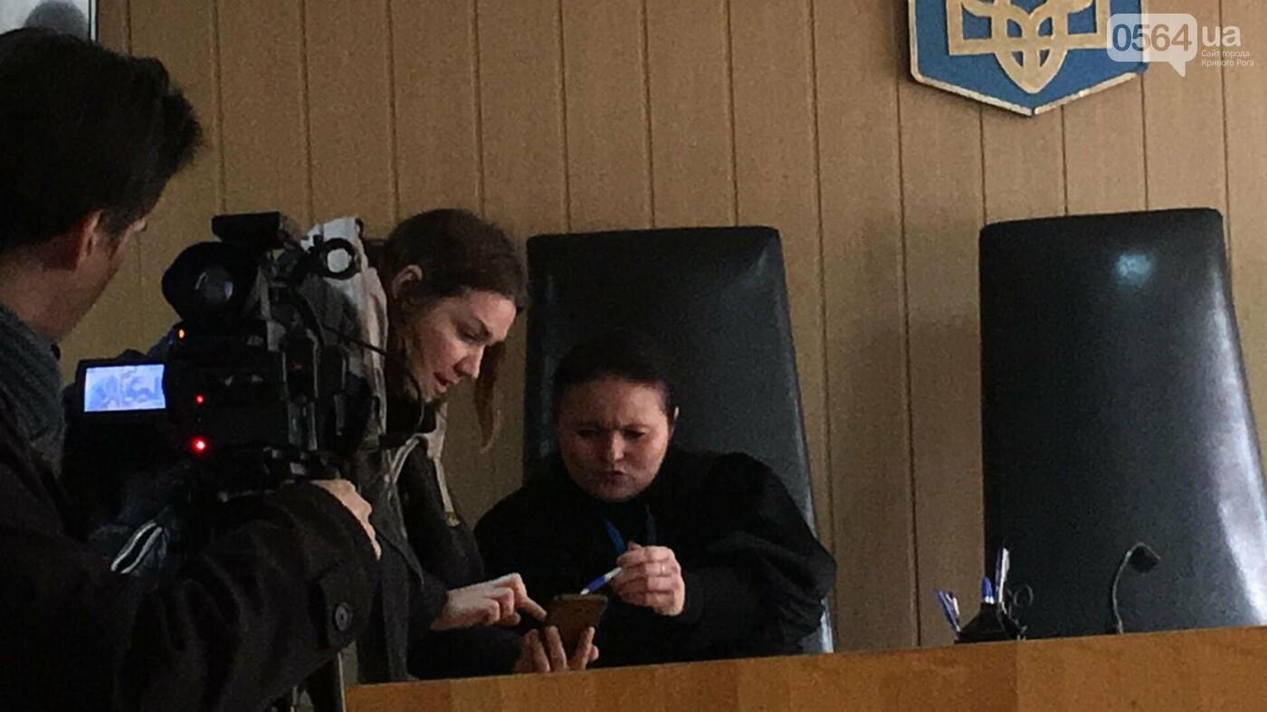 Дело о надругательстве над Флагом в Кривом Роге: Свидетель показал, что подсудимый с остервенением ломал флагшток и срывал Флаг (ФОТО), фото-11