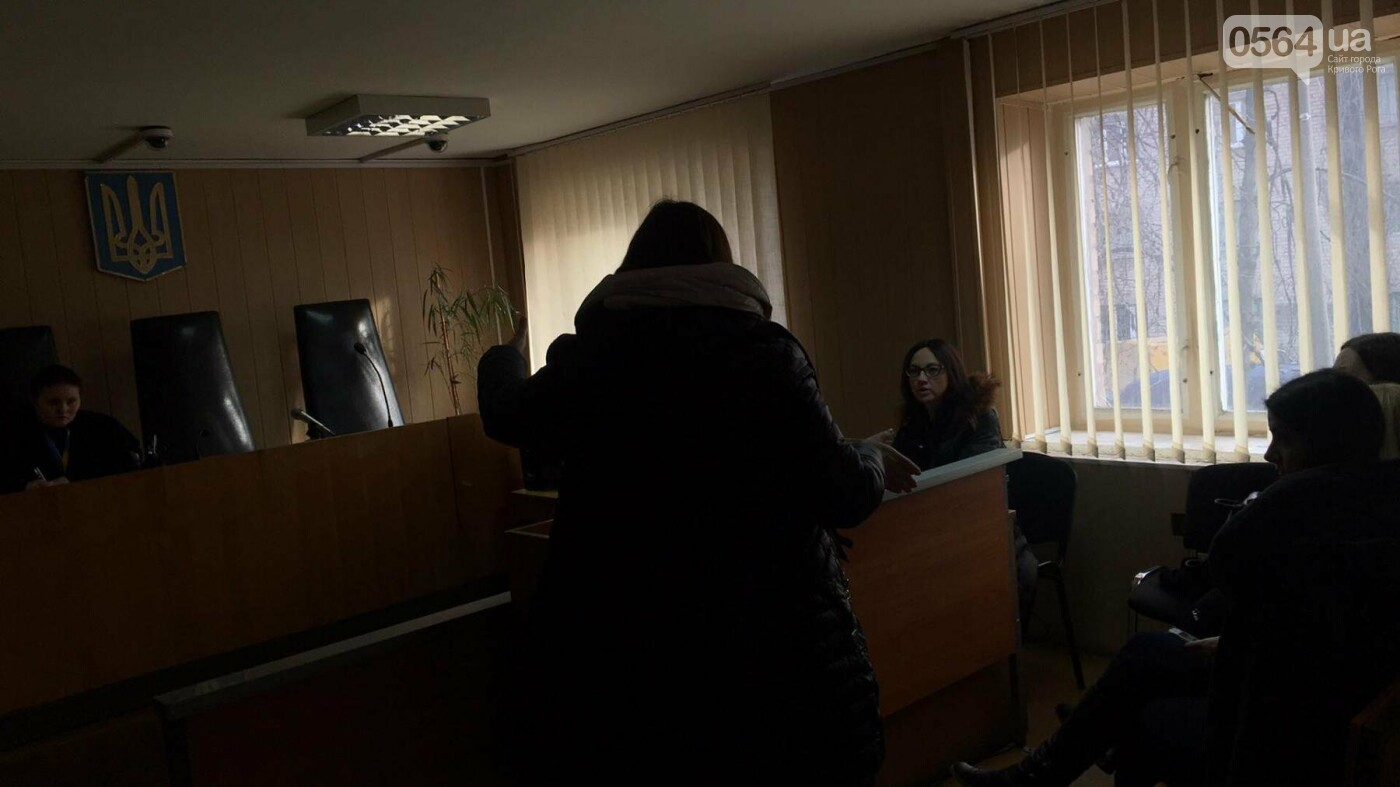 Дело о надругательстве над Флагом в Кривом Роге: Свидетель показал, что подсудимый с остервенением ломал флагшток и срывал Флаг (ФОТО), фото-4