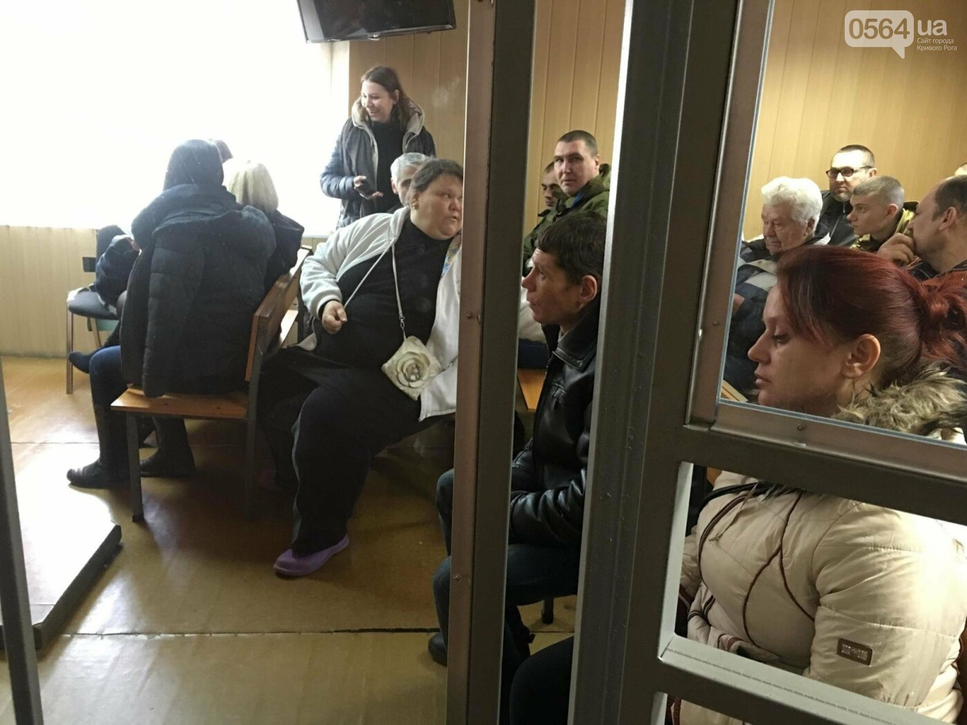 Дело о надругательстве над Флагом в Кривом Роге: Свидетель показал, что подсудимый с остервенением ломал флагшток и срывал Флаг (ФОТО), фото-16