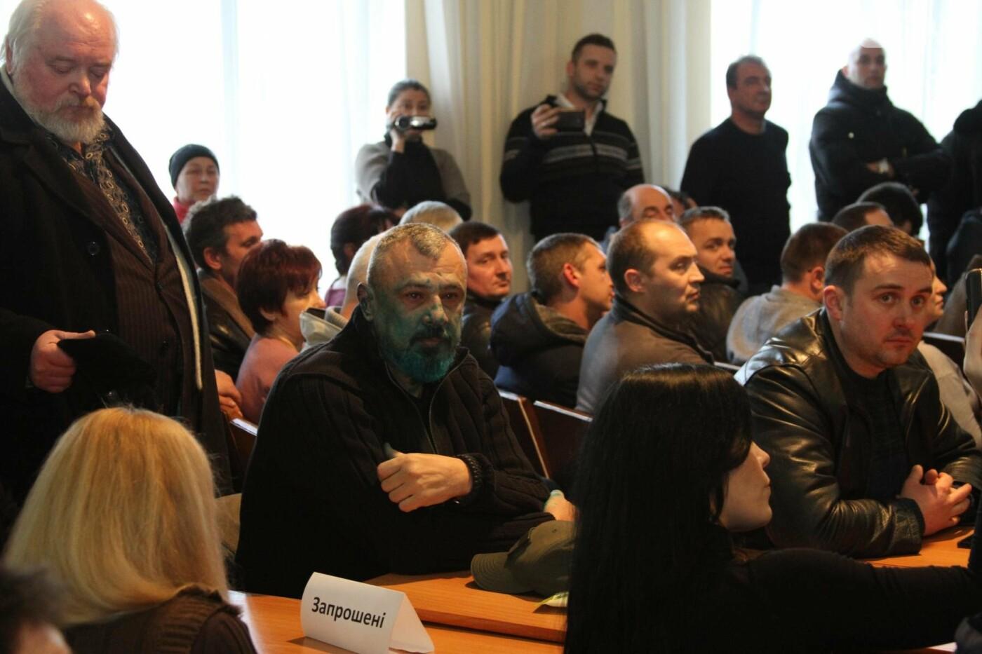 В Кривом Роге: облили зеленкой депутата, обокрали храм УПЦ МП, выдали землю бойцам АТО, фото-1
