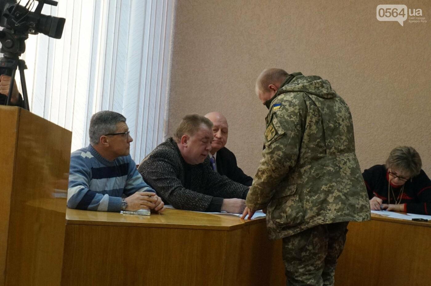 В Кривом Роге: облили зеленкой депутата, обокрали храм УПЦ МП, выдали землю бойцам АТО, фото-3