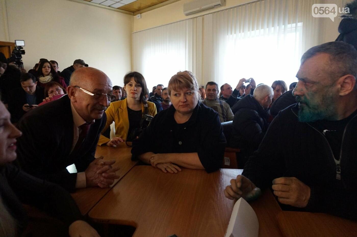 Облитый зеленкой криворожский депутат вынужден был обращаться за помощью к медикам (ФОТО), фото-3