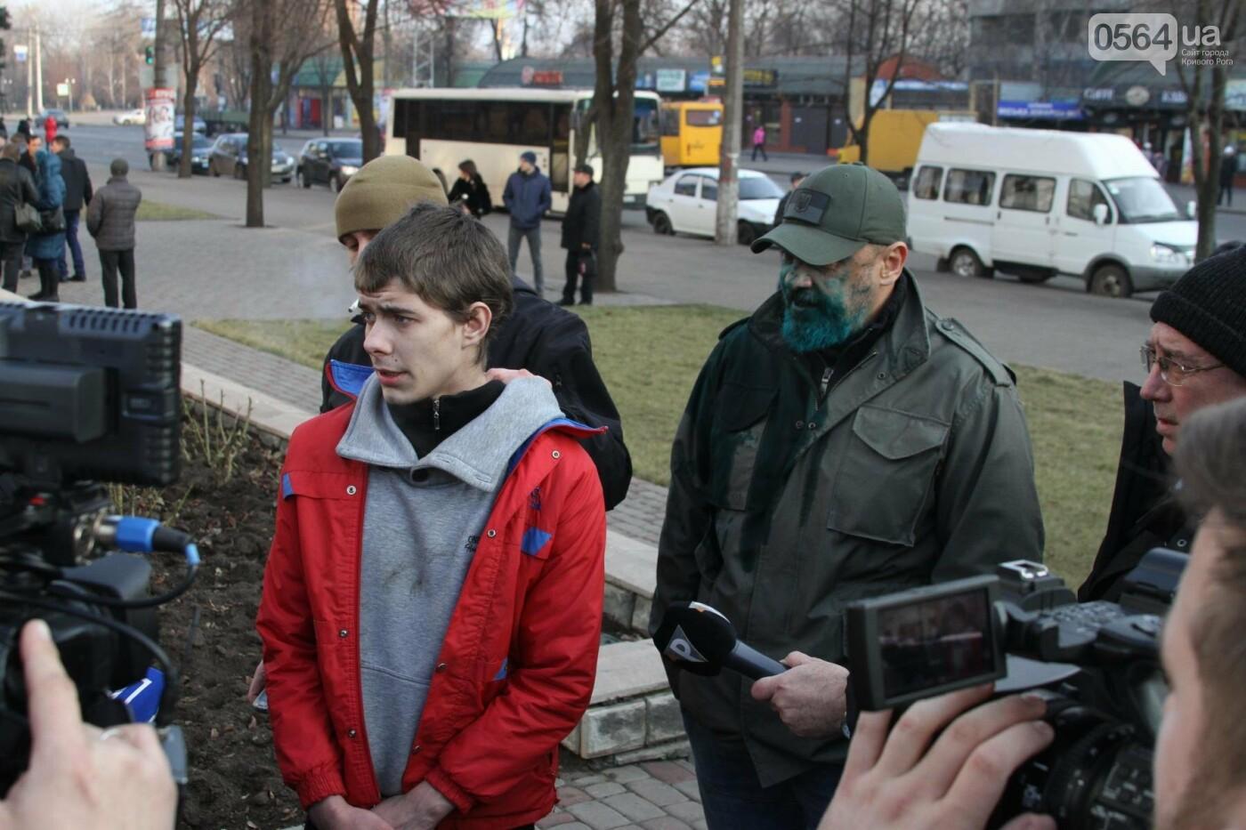 Облитый зеленкой криворожский депутат вынужден был обращаться за помощью к медикам (ФОТО), фото-1