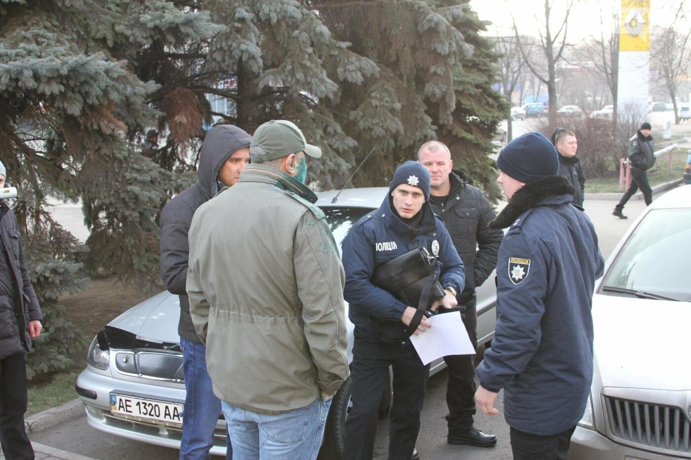 Облитый зеленкой криворожский депутат вынужден был обращаться за помощью к медикам (ФОТО), фото-2