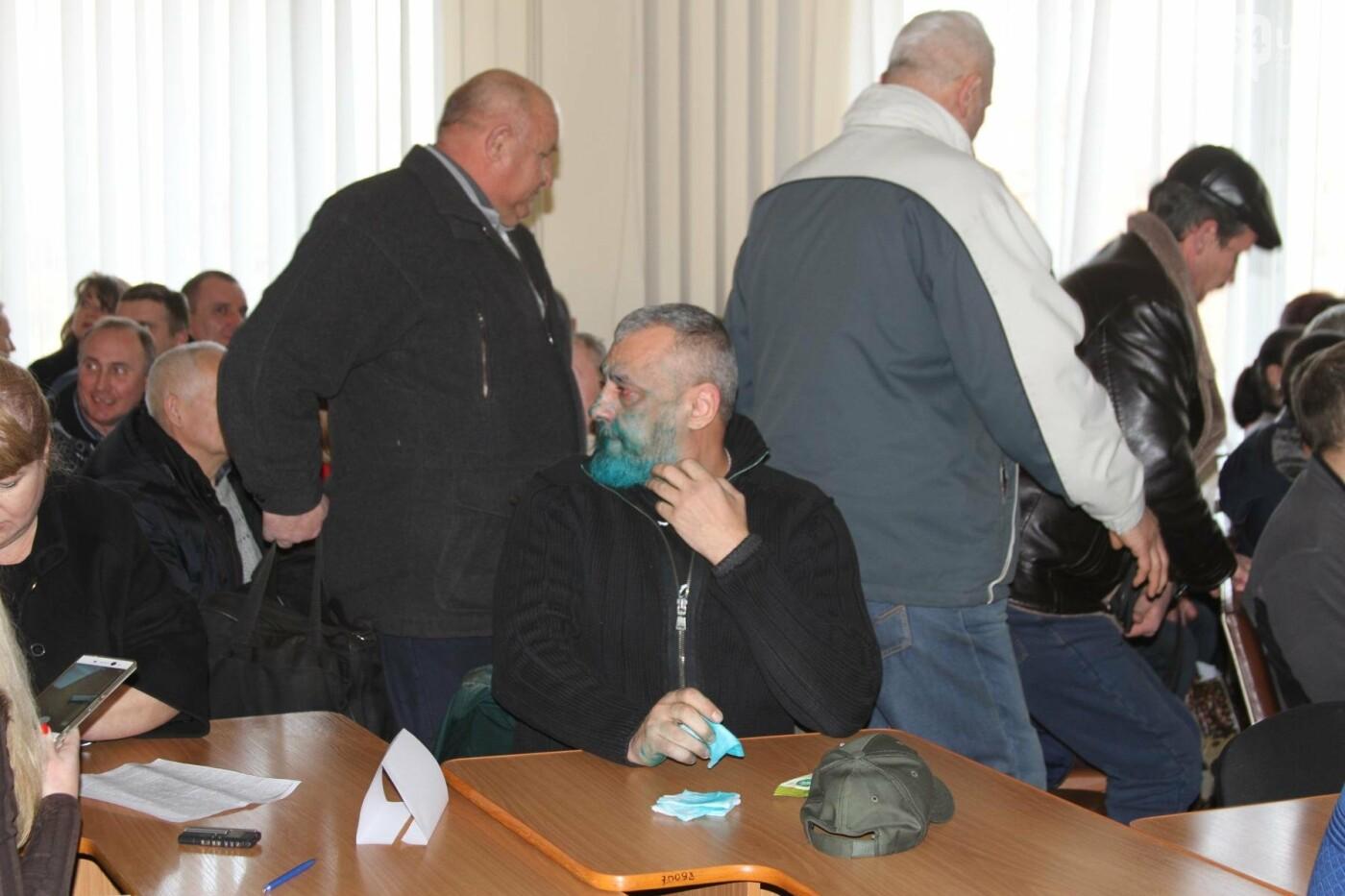 Облитый зеленкой криворожский депутат вынужден был обращаться за помощью к медикам (ФОТО), фото-5