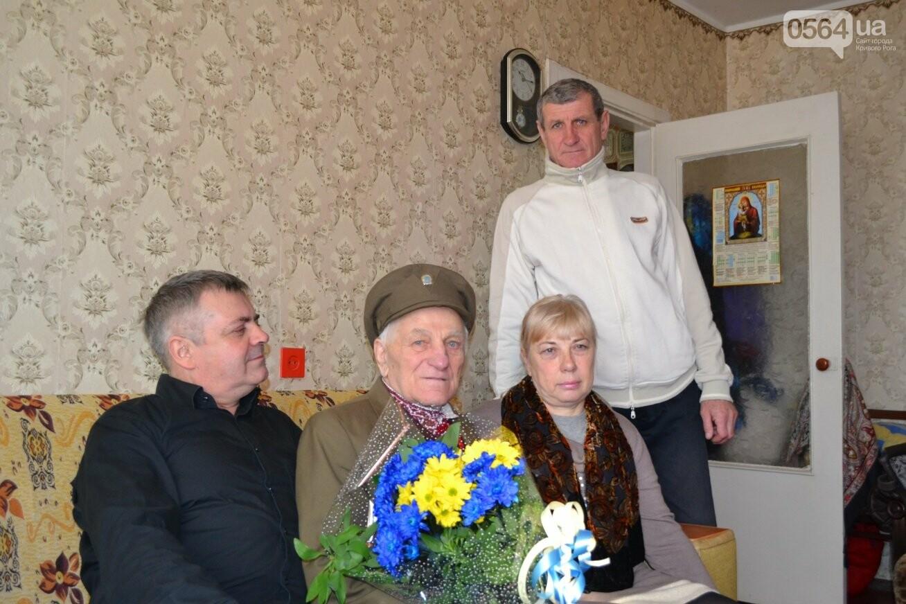 Ветеран УПА из Кривого Рога сегодня отмечает 90-летний юбилей в кругу друзей-патриотов (ФОТО), фото-5