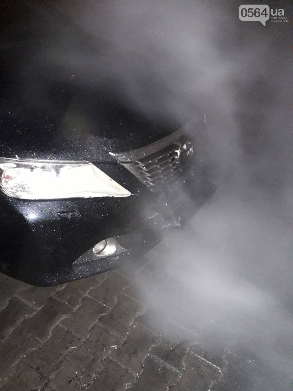 В Кривом Роге сгорела иномарка. Под соседним авто найдены улики возможного поджога (ФОТО) , фото-3