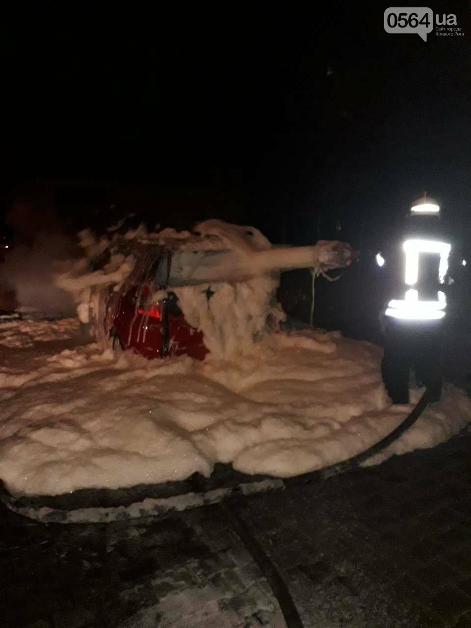 В Кривом Роге сгорела иномарка. Под соседним авто найдены улики возможного поджога (ФОТО) , фото-5
