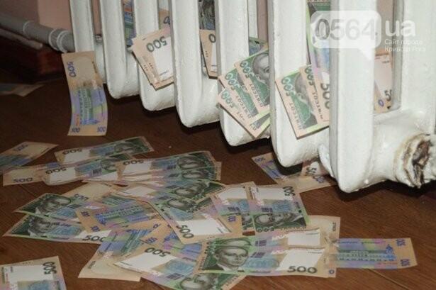 В Кривом Роге: избили патрульного, согжгли авто, подняли тариф на отопление , фото-1