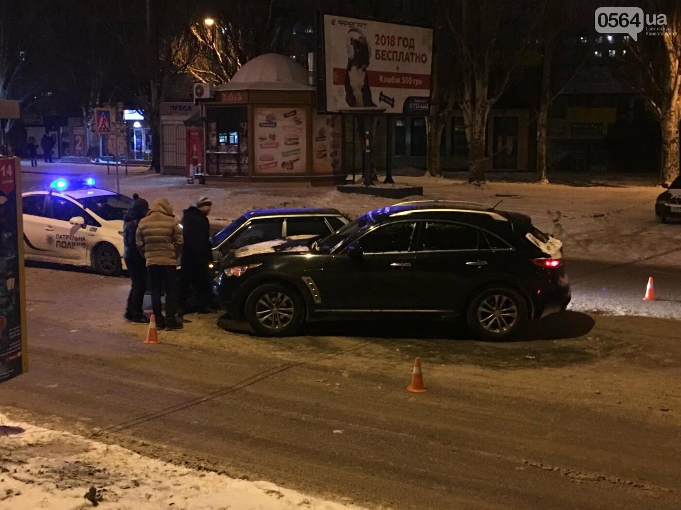 ДТП в Кривом Роге: Перед пешеходным переходом столкнулись ВАЗ и Инфинити (ФОТО), фото-2