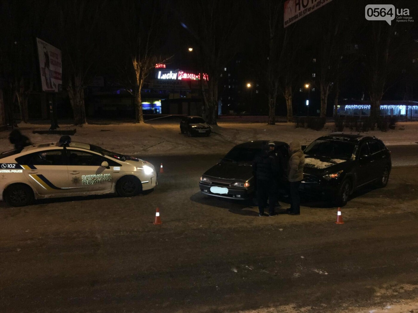 ДТП в Кривом Роге: Перед пешеходным переходом столкнулись ВАЗ и Инфинити (ФОТО), фото-3