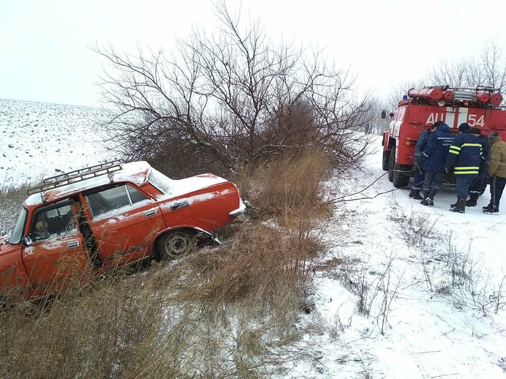 В Кривом Роге и окрестностях  несколько автомобилей вылетели в кюветы (ФОТО), фото-3