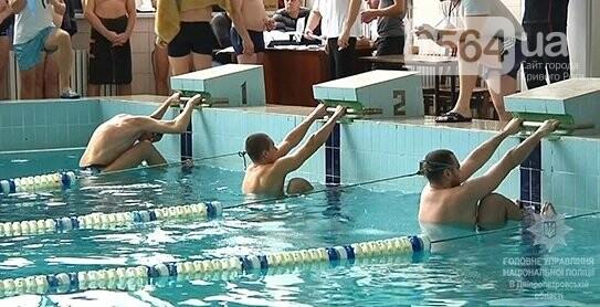 Криворожские полицейские лучше всех проплыли на Крещенском турнире (ФОТО, ВИДЕО), фото-3