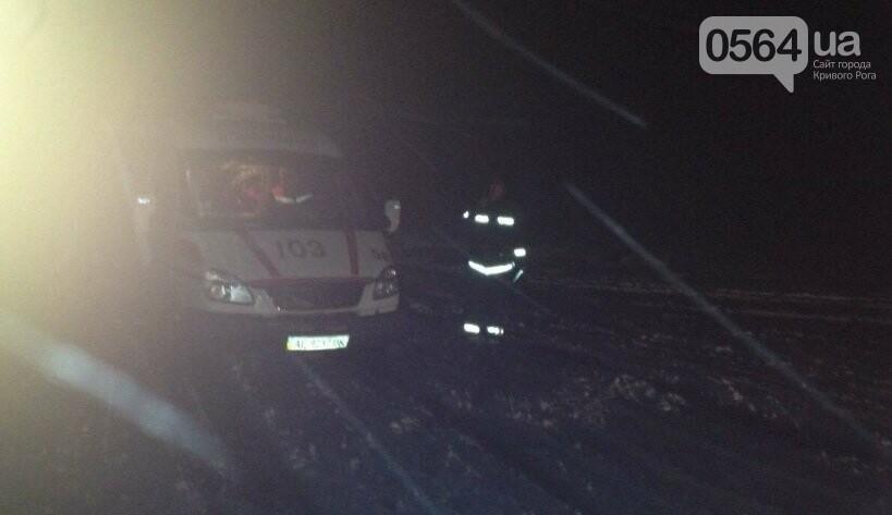 В Кривом Роге в снежный плен попал автомобиль скорой помощи (ФОТО), фото-1