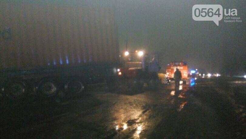В Кривом Роге в снежный плен попал автомобиль скорой помощи (ФОТО), фото-2