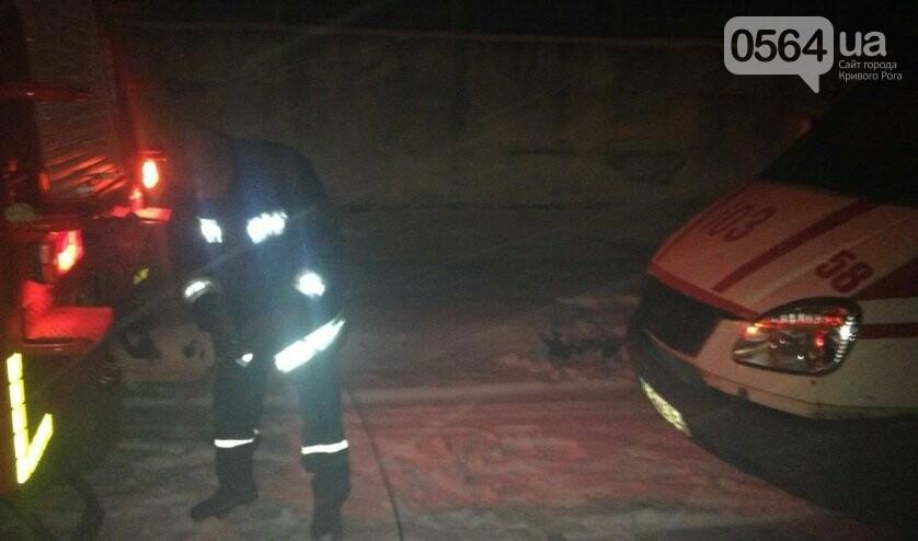 В Кривом Роге в снежный плен попал автомобиль скорой помощи (ФОТО), фото-4