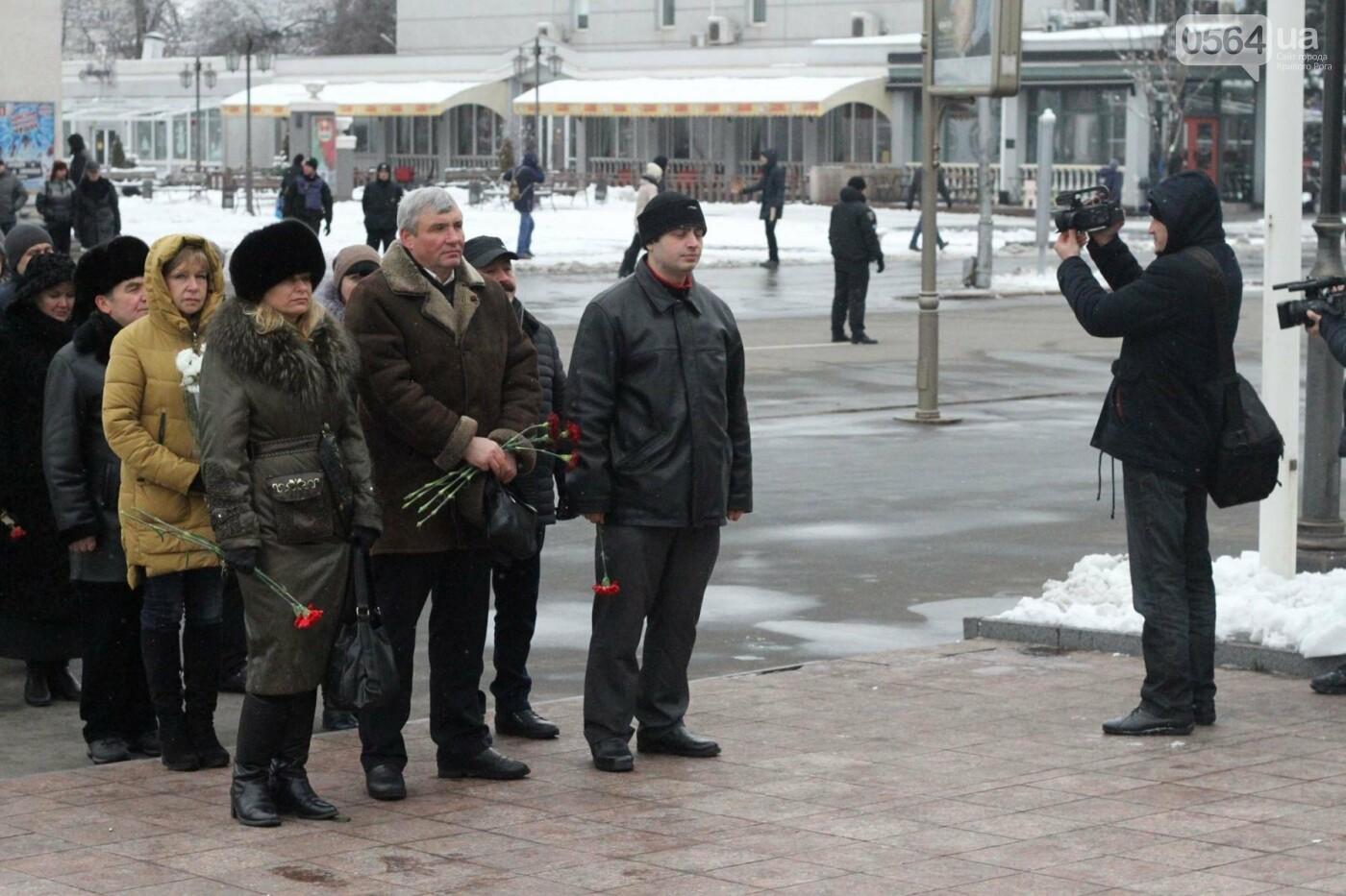 В Кривом Роге возложили цветы к памятнику Тарасу Шевченко (ФОТО), фото-2
