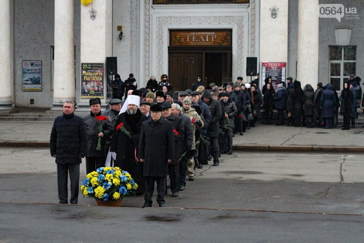 В Кривом Роге возложили цветы к памятнику Тарасу Шевченко (ФОТО), фото-7