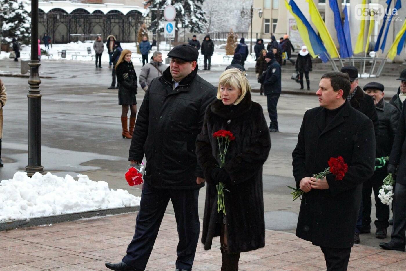 В Кривом Роге возложили цветы к памятнику Тарасу Шевченко (ФОТО), фото-8