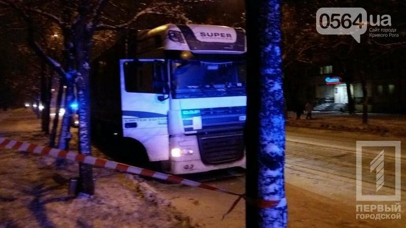 В кривом Роге: митинговали металлурги, бойца АТО выгнали из маршрутки, после спора с полицейским повесился водитель , фото-3