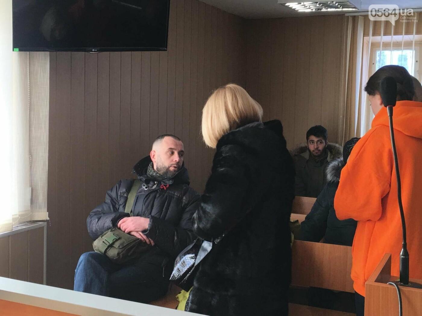Дело о надругательстве над Флагом в Кривом Роге: Важного свидетеля доставят в суд принудительно (ОБНОВЛЕНО, ФОТО), фото-21