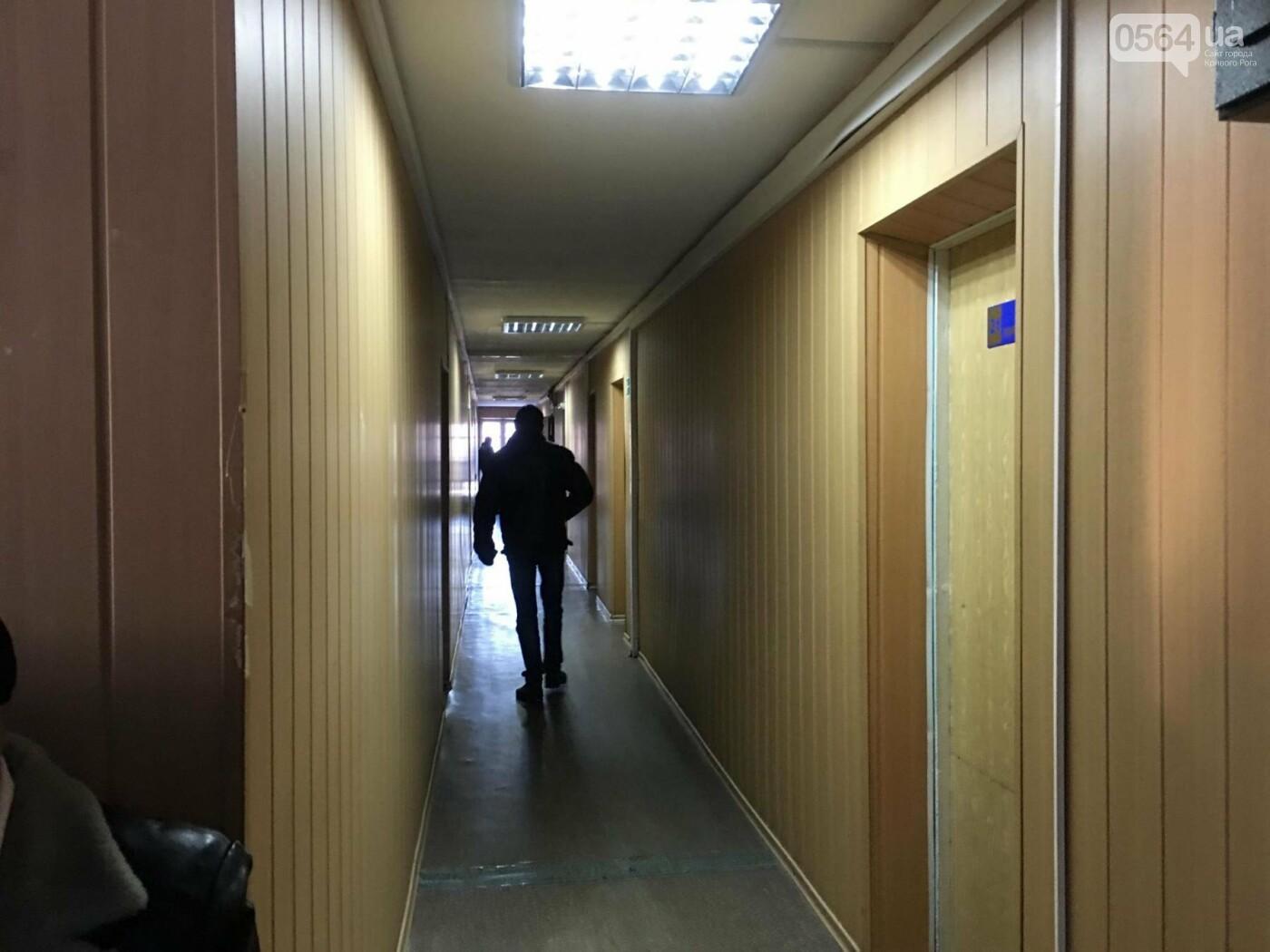Дело о надругательстве над Флагом в Кривом Роге: Важного свидетеля доставят в суд принудительно (ОБНОВЛЕНО, ФОТО), фото-26