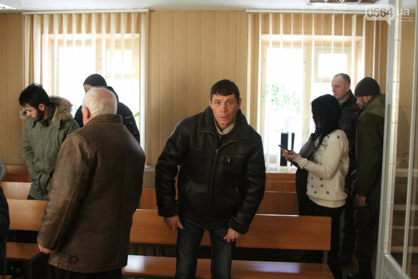 Дело о надругательстве над Флагом в Кривом Роге: Важного свидетеля доставят в суд принудительно (ОБНОВЛЕНО, ФОТО), фото-4