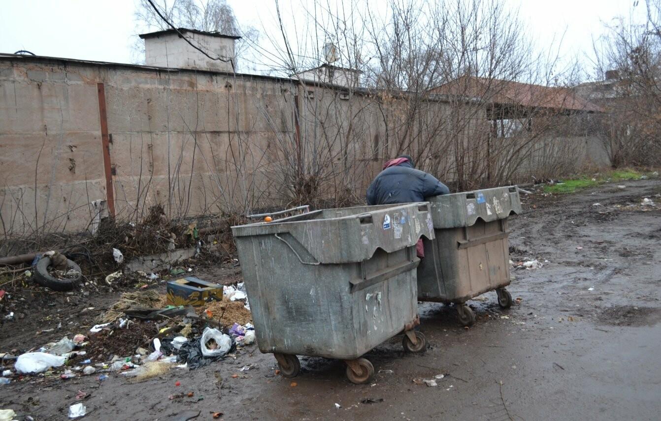 Исторический жилфонд в Кривом Роге: Дырявая кровля, два контейнера для мусора и пристанище для бомжей (ФОТО), фото-6