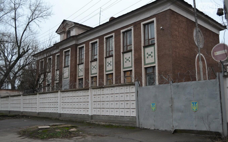 Исторический жилфонд в Кривом Роге: Дырявая кровля, два контейнера для мусора и пристанище для бомжей (ФОТО), фото-11
