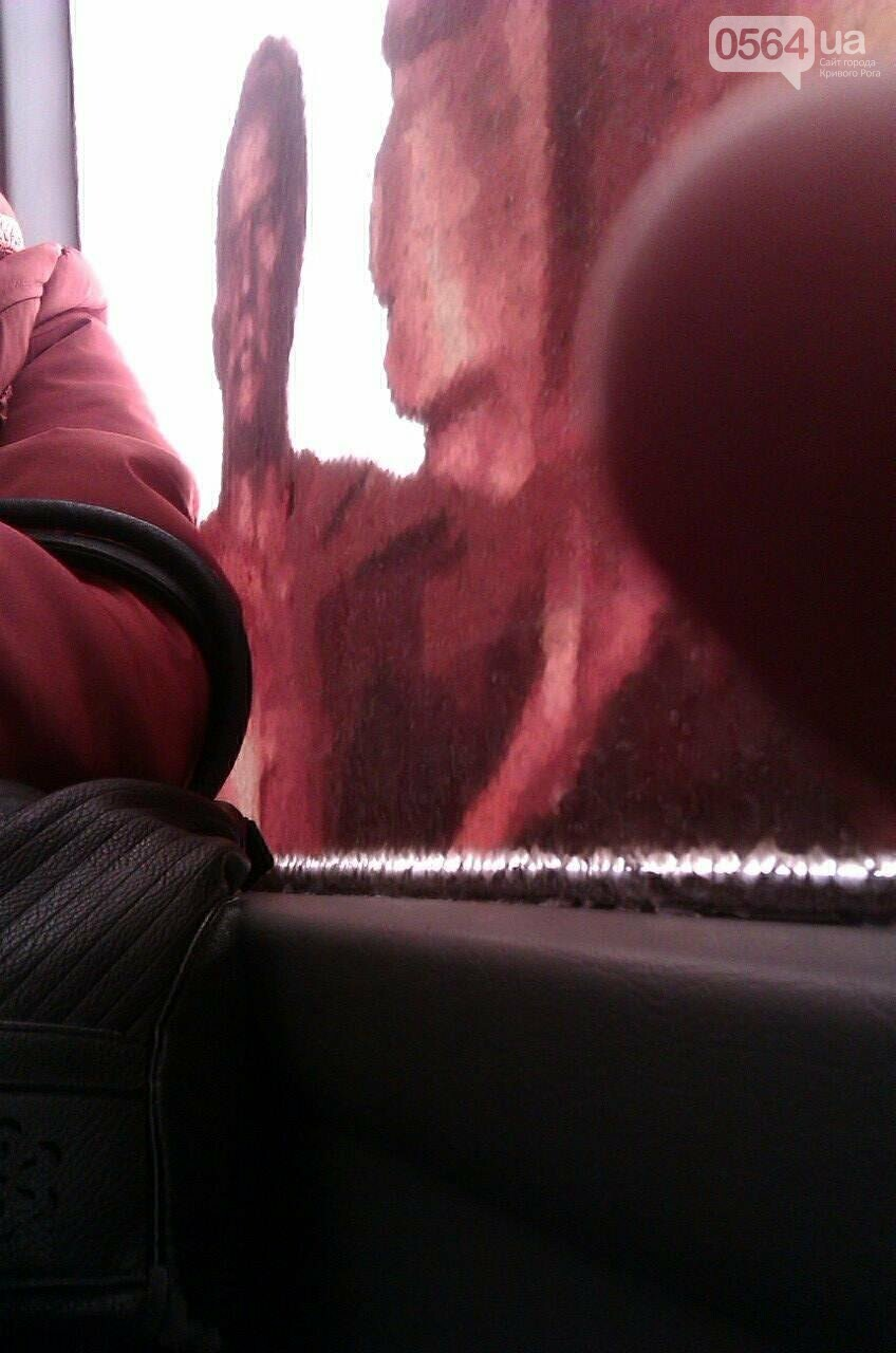 Долгожданный криворожский автобус курсирует по маршруту с простреленным стеклом (ФОТО), фото-4