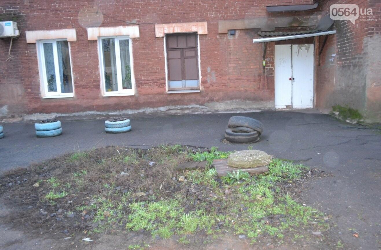 Исторический жилфонд в Кривом Роге: Дырявая кровля, два контейнера для мусора и пристанище для бомжей (ФОТО), фото-2