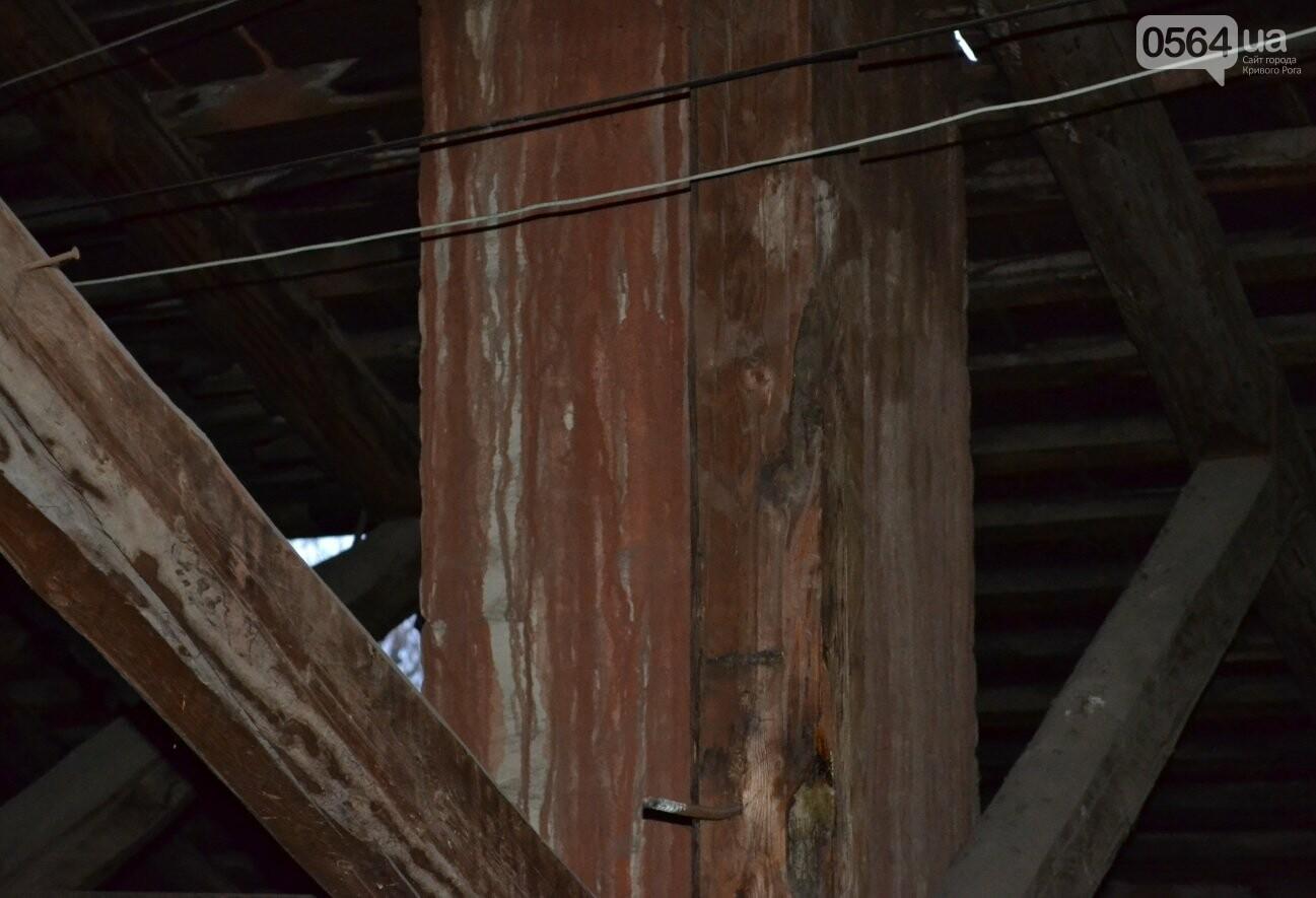 Исторический жилфонд в Кривом Роге: Дырявая кровля, два контейнера для мусора и пристанище для бомжей (ФОТО), фото-16