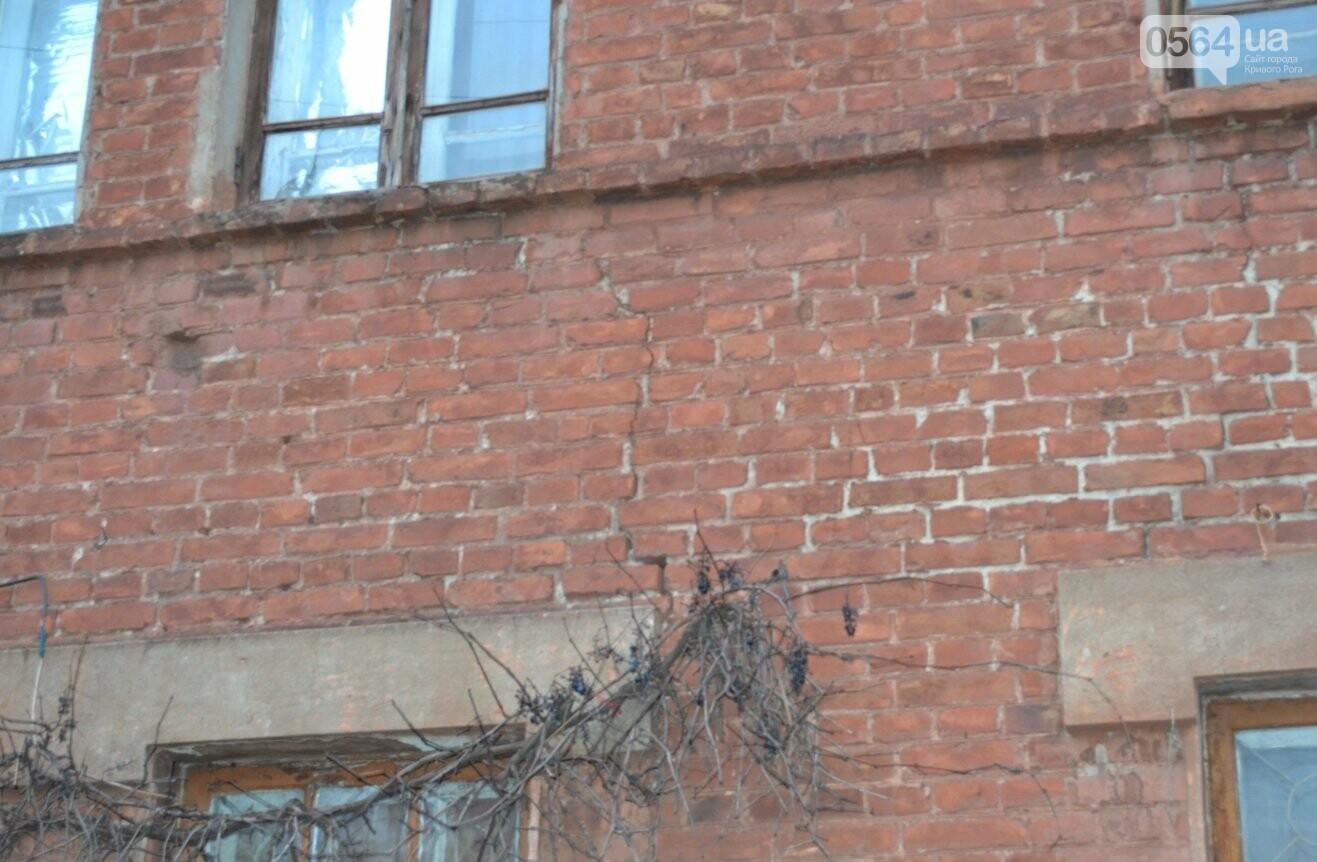 Исторический жилфонд в Кривом Роге: Дырявая кровля, два контейнера для мусора и пристанище для бомжей (ФОТО), фото-22