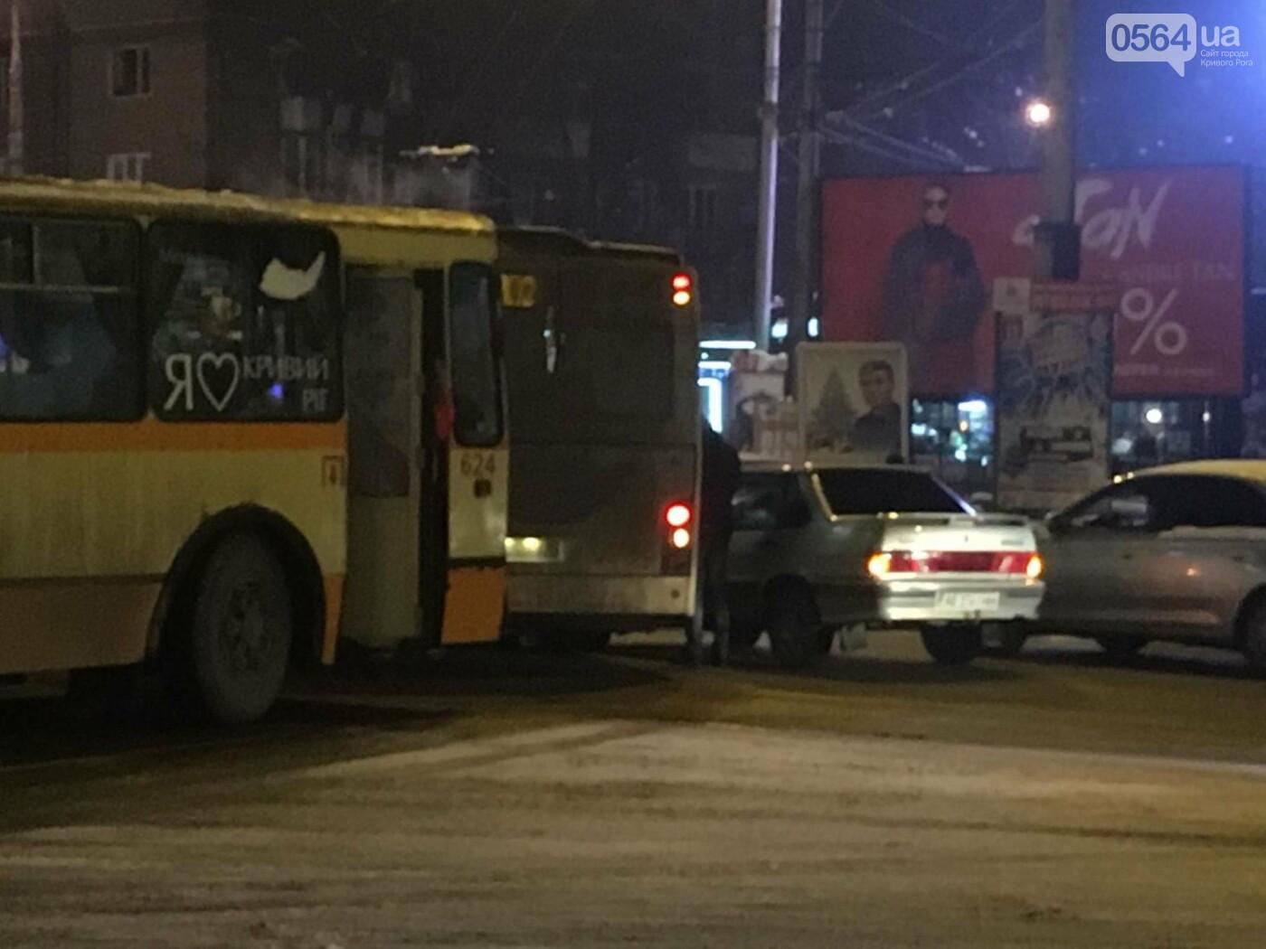 Не везет, так не везет: Один из новых криворожских автобусов попал в ДТП (ФОТО), фото-1